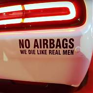 "Vinilo adhesivo para coches ""NO AIRBAGS we die like real men"" 06250"