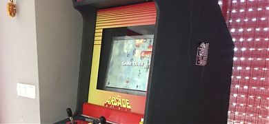 Decoraciones en vinilo para el mueble de una recreativa Video Sonic